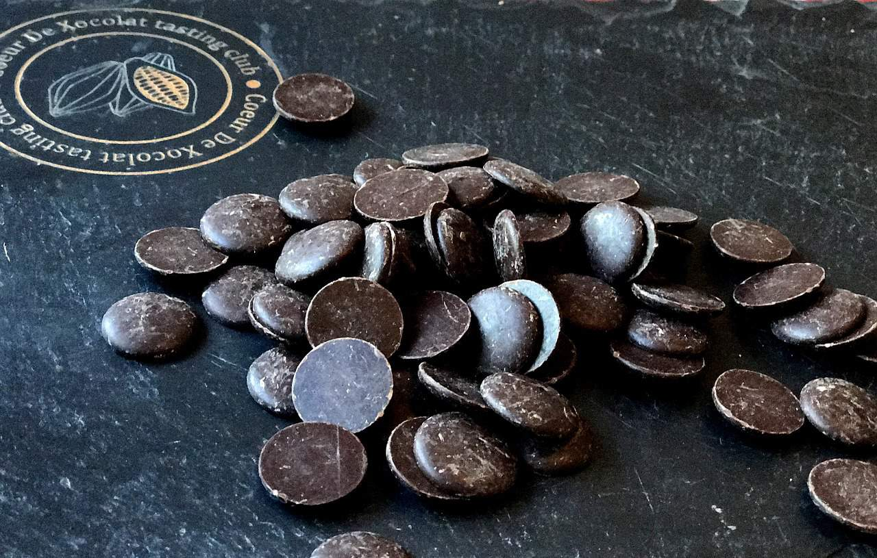 Dark chocolate buttons