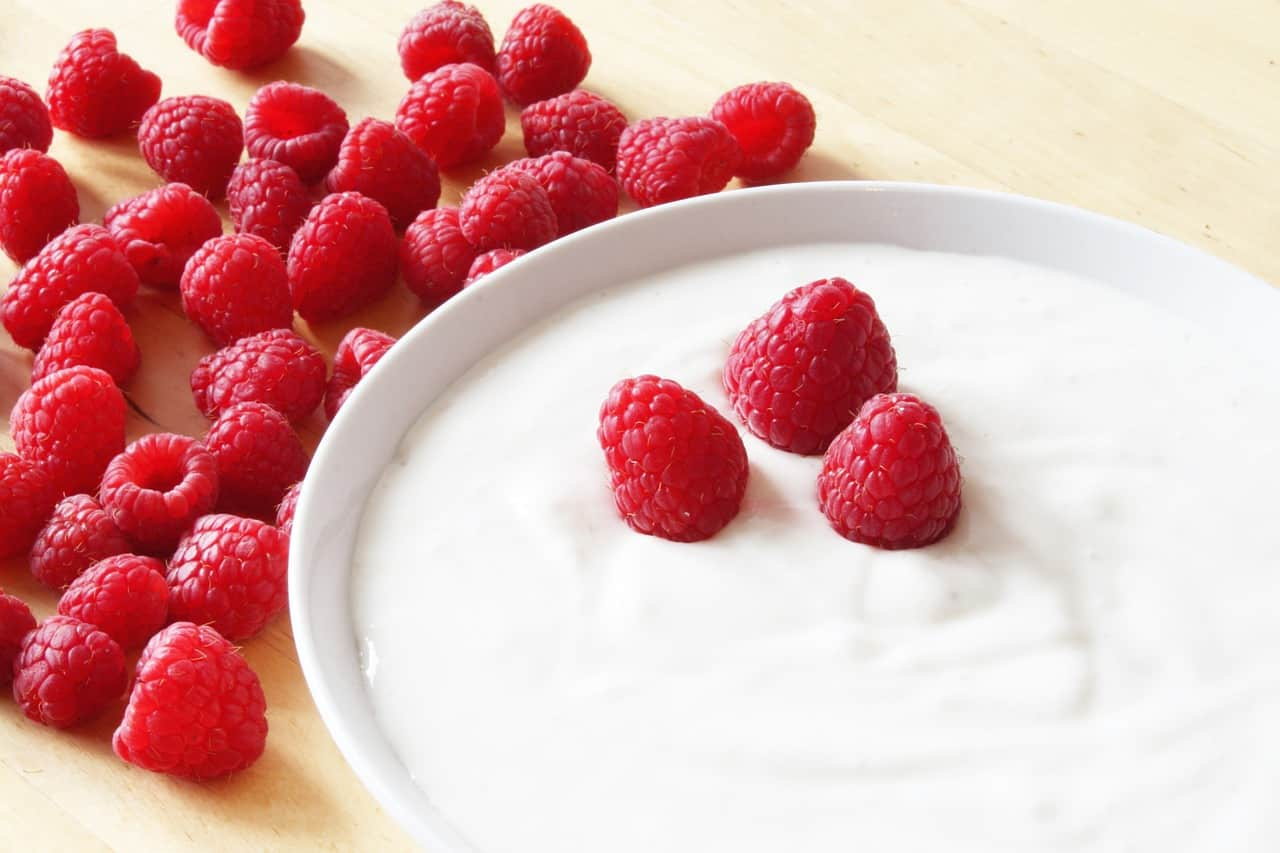 Raspberries and skyr
